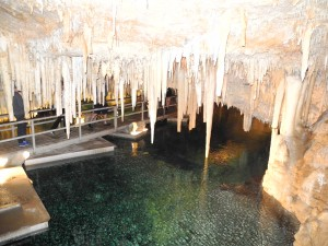 """Tropfsteinhöhle """"Crystal & Fantasy Caves"""" auf Bermuda"""