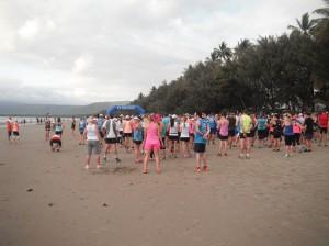 Great Barrier Reef Marathon Wochenende - Start des Halbmarathon am Strand um 06:30 Uhr