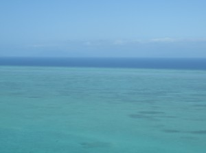Helikoperrundflug -Great Barrier Reef, Riff und Meer im Hintergrund