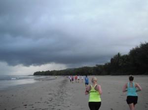 Great Barrier Reef Marathon Wochenende - Die ersten knapp 5 km  waren auf Sand zu laufen
