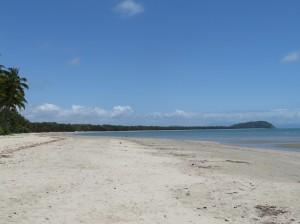 Port Douglas - Das Ende des Four Mile Beach mit Blick auf Port Douglas
