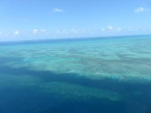 Helikoperrundflug -  Great Barrier Reef, Anflug auf die Riffe