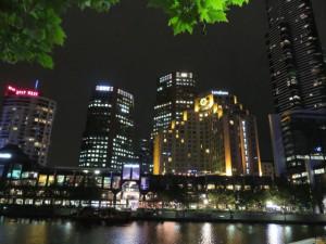Melbourne bei Nacht - Ausblick auf die Skyline der Southbank