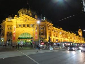 Melbourne bei Nacht - der Bahnhof Flinders Street Station