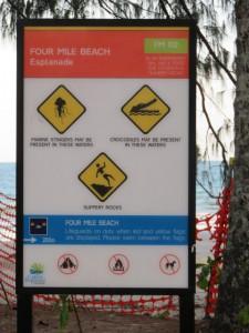 Hinweisschild zum Strand - Four Mile Beach