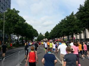 Halbmarathon – 21. hella hamburg halbmarathon, 21. Juni 2015: Reeperbahn - auf dem Weg zum Start