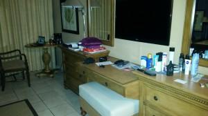 Mein Zimmer im Grotto Bay Resort - meine Sachen sind ausgepackt, es ist aber noch alles unordentlich ;-)