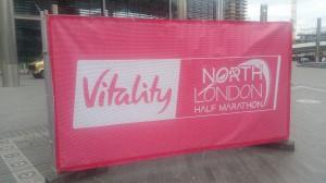 Wembley Stadion - Plakat mit Teilnehmerliste