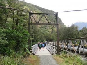 Ausflug nach Milford Sounds - Brücke am Tutoko Valley