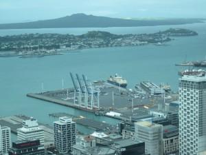 IMG_8727Auckland - Ausblick auf Auckland von der 51. Etage des Sky Tower
