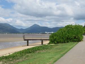Cairns: Esplanade mit Blick auf das Meer